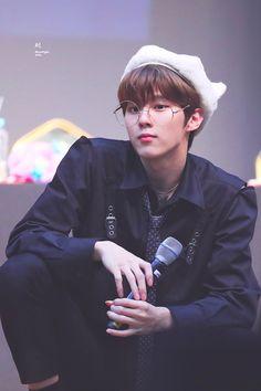 "Moonlight mile. on Twitter: ""190906 노량진 팬싸 벌써 보고 싶엉ㅠㅠ힝ㅠ #김우석 #KIMWOOSEOK #엑스원 #X1… "" All About Kpop, Fandom, Cha Eun Woo, Cute Little Baby, Picture Credit, Love At First Sight, Kpop Boy, K Idols, My Sunshine"