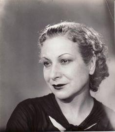 Margarita Xirgu. Las actrices de España.                                                                                                                                                     Más