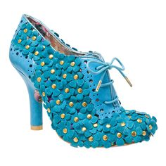 Toodle pip is fantastically flowery. This little bootie is dazzled with suede blossoms which hide a floral fabric upper. Its blue punched faux leather back counter adds to the intricate detail of this shoe.