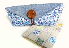 Wrap Roll Up Pencil Case / Storage Bag Tutorial Pencil Case Tutorial, Zipper Pencil Case, Zipper Pouch Tutorial, Small Sewing Projects, Sewing Crafts, Sac Granny Square, Patchwork Bags, Liberty Fabric, Sewing Tutorials