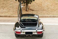 http://www.thegarage.com.br/carro/e-type-v12/