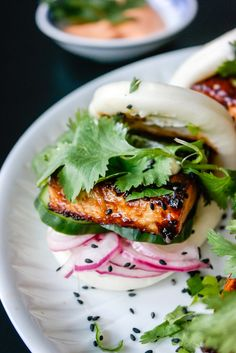 steamed bun med hoisin-tofu