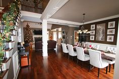 christmas-decorations-open-floor-plan-staircase-1a