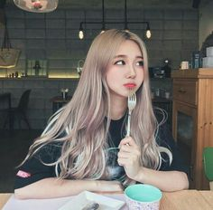 i love her hair color Uzzlang Girl, Korean Aesthetic, Aesthetic Girl, Korean Beauty, Asian Beauty, Korean Hair Color, Ulzzang Hair, Korean Ulzzang, Tumbrl Girls