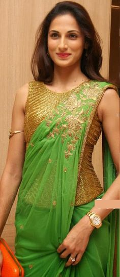 Beautiful Saree with Corset Blouse.. This is the right way to wear it...