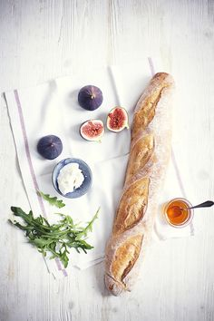 goat cheese, figs, honey, rucola, baguette