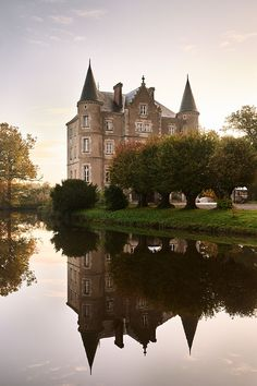 Christmas, château style: How Escape to the Château's Dick and Angel deck the halls - YOU Magazine Angel Adoree, French Chateau Homes, Angel Strawbridge, Weekend France, Château Fort, French Cottage, Cottage Style, Farmhouse Style, Castle House