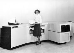 70s woman. Imagen publicitaria de la primera impresora láser de Xerox 1977.