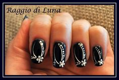 Raggio di Luna Nails: Elegant manicure White flower on dark blue