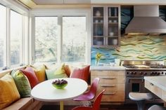 Dekoideen Küche Rückwand-Paneel bunt-moderne Farbgebung-Sitzecke