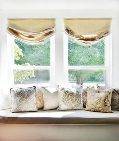 Looking for a unique way to cover your windows? These DIY drop cloth roman shades are easy and a great way to change up the look of your rooms. Diy Window Shades, Diy Roman Shades, Pergola Curtains, Diy Curtains, Window Coverings, Window Treatments, Pergola With Roof, Pergola Shade, Diy Pergola