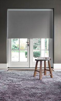 Leichte Anbringung ohne bohren zu müssen. ✅ Für Sommer ☀️ und Winter ❄️ geeignet, denn das Sonnenlicht wird reflektiert und sorgt für Abkühlung der Wohnräume im Sommer. Die isolierende Wirkung blockt zudem im Winter die kalte Luft von draußen ab.  #wohnen #einrichtung #windows #wohnung #homedecor #wohnzimmer #roominspiration #livingroom #livingroomdecor #bedroom #schlafzimmer #decoration #house #inspiration #furniture #homedesign #homestyle #zuhause #room #roomdecor #interieur #homedetails Home Design, Roman Shades, Curtains, Home Decor, Inspiration, Furniture, Patio, White Roller Blinds, Bedroom