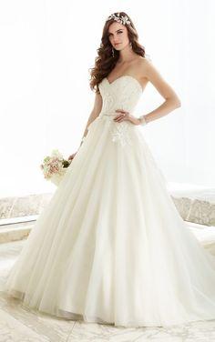 Düğün gününüzde herkesin size imrenerek bakacağı birbirinden güzel en şık #Prenses #Gelinlik Modelleri, #Straplez #Gelinlikler