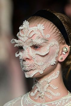 What if you need to scratch your forehead? Givenchy Spring 2016 Details What if you need to scratch your forehead? Make Up Looks, Givenchy, Fashion Mask, Fashion Show, Fashion Design, 3d Mode, Lace Mask, Mode Style, Face Art