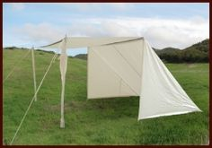 Simple field shade, for small 1 weekend faires. A few goodwill sheets, some poles and rope and ta-da! Camping Glamping, Camping Hacks, Kitchen Tent, Viking Tent, Shade Tent, Sun Shade, Medieval Market, Craft Booth Displays, Tent Fabric