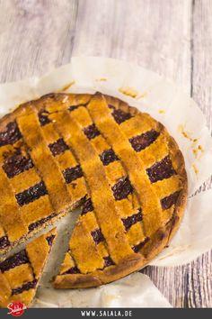 Low Carb Linzer Torte nach Badischer Art Klassische Linzer Torte neu interpretiert ohne Mehl und ohne Zucker. Kommen bei dir auch Kindheitserinnerungen auf oder kennst du die Linzer Torte gar nicht?
