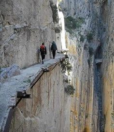 World's Most amazing and Dangerous path at Pailón del Diablo waterfall in Ecuador...