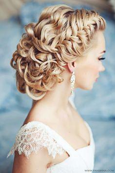 Trança é tudo de bom!  Segue uma seleção com lindos modelos de penteados para Noivas!