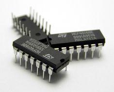 Dzięki rozwojowi technologii większość układów tranzystorowych realizuje się w postaci układów scalonych.
