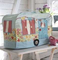cute kitsch shabby chic sewing room essential Debbie Shore - Sewing Machine Dust Cover Pattern & Instruction Booklet summer caravan and bunting Easy Sewing Projects, Sewing Projects For Beginners, Sewing Tutorials, Sewing Hacks, Sewing Crafts, Sewing Patterns, Sewing Ideas, Dress Patterns, Debbie Shore