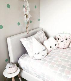 Just another quilt cover for Addilyn's room. No biggie. I think it's number 6  #quilt #kidsroom #kmartkids #kmartkidsroom #kmart4lyf #kmartaus #kmart #kmarthack #kmartaustralia #girlsroom #homedecor #home #littlegirlsroom #nursery #kidsroom