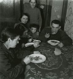 Roman Vishniac's Vanished World –  Jews in cities and shtetlach of Eastern Europe 1935—1939