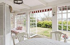 Casinha colorida: Uma cottage sueca branca e vermelha