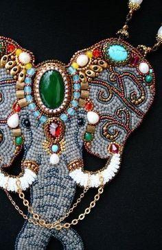 Кафебижу: бусины по вкусу Felt Embroidery, Bead Embroidery Jewelry, Embroidery Fashion, Beaded Jewelry, Handmade Jewelry, Elephant Jewelry, Animal Jewelry, Gold Work, Beaded Animals