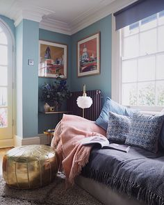 Blue living room with dix blue paint by farrow and ball. Blue And Pink Living Room, Blush Living Room, Living Room White, Living Room Colors, Living Room Paint, Living Room Sets, Rugs In Living Room, Room Rugs, Small Space Living