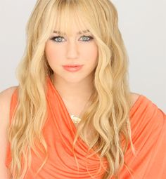 The gallery for --> Miley Cyrus Hannah Montana Season 1 Hannah Montana Outfits, Hannah Montana Forever, Hannah Miley, Lgbt, Sabrina Carpenter Style, Miley Cyrus Pictures, Miley Stewart, Justin Bieber Posters, Celebs