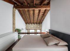 Busca imágenes de Dormitorios de estilo moderno: REHABILITACIÓN DE LOFT EN EL CABAÑAL. Encuentra las mejores fotos para inspirarte y crea tu hogar perfecto.
