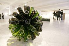 GArden art- may need some help emptying the bottles over dinner! Too ambitious for my liver!!! Wine Bottle Yard art | Wine DIY and Craft - Bottle / Bottle art_ recycling