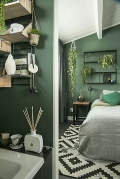 Chandelier Mary Sandra's greenhouse – DECO PLANET a world of houses – IDEAS – # déco Sphere pendant light 1 head HassanWayfair. Green Rooms, Bedroom Green, Room Ideas Bedroom, Home Bedroom, Diy Bedroom Decor, Home Decor, Bedroom Designs, Light Green Bedrooms, Bedroom Furniture