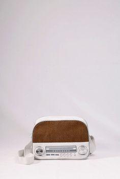 """Τσαντάκι """"ραδιόφωνο"""" λευκό. . ΚΩΔ.: 717.033  - τηλ:2510241726 Bose, Bluetooth, Mini, Blue Tooth"""