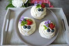 Trifle, Tiramisu, Pudding, Food, Cupcake, Custard Pudding, Essen, Cupcakes, Puddings