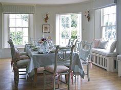 Buona sera   La regina incontrastata del cottage style è sicuramente Susie Watson , io adoro questa interior stylist inglese, penso che pe...