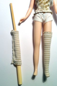 So, if you have a Blythe doll or have held a Blythe--you know her body is  quite rubbery in texture. When you are dressing Blythe, fabrics tend to get  caught up due to friction and it can be a challenge to put a tight or slim  garment onto her limbs. (Think fat toddler foot vs tiny shoe.)   He