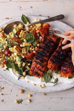 Lemon Parmesan Salmon with Corn, Tomato, and Avocado Salad Salmon Salad Recipes, Fish Recipes, Seafood Recipes, Salmon Nicoise Salad, Salmon Avocado, Roast Chicken Recipes, Healthy Dinner Recipes, Cooking Recipes, Yummy Healthy Food