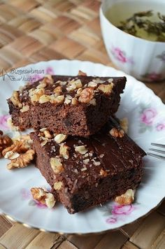 Andes Candies Brownies - A rich, chocolaty brownie topped with Andes Candies. Devils Food, Fudge Brownies, Chocolate Brownies, My Recipes, Cake Recipes, Cooking Recipes, Brownie Toppings, Food Cakes, Healthy Sweets