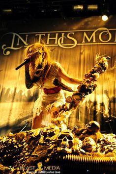 In this moment Maria brink