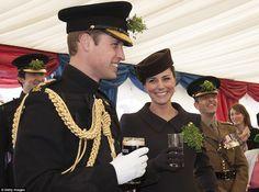 Jogando pelo seguro: Enquanto o duque teve uma pint de Guinness, a duquesa de Cambridge pr...