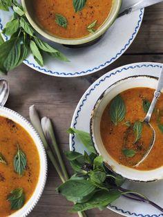 Min thaisuppe er måske verdens bedste. Jeg elsker, at den er fyldt med grøntsager uden at det på nogen måde er noget, man spekulerer over. Prøv den her: