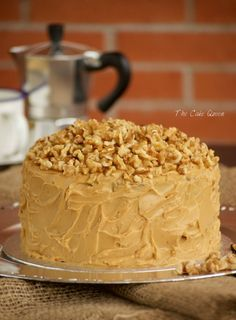 This de café y nueces, una verdadera delicia The Cake Queen is a good for our dinner made with wholesome ingredients! Queen Cakes, Delicious Desserts, Yummy Food, Desert Recipes, Carrot Cake, Cakes And More, No Bake Cake, Vanilla Cake, Cake Recipes
