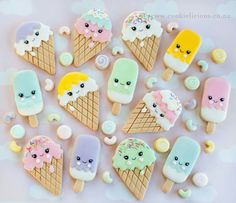 These ice creams and popsicles won't get you cold like real ice cream would! 🍦❄️️ Make your Tuesday a little yummier with these super kawaii ice cream cookies! Ice Cream Cookies, Iced Cookies, Royal Icing Cookies, Kawaii Cookies, Cute Cookies, Ice Cream Theme, Ice Cream Party, Ice Cream Social, Candyland