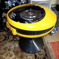 Very cool player made in Great Britain by Weltron. Looks as though it's about to take off. Radio Record Player, Record Players, Modern Tech, Modern Love, Modern Design, Sheet Music Decor, Radios, Audio Room, Vintage Classics