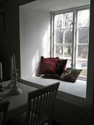 Znalezione obrazy dla zapytania pillows on the windowsill