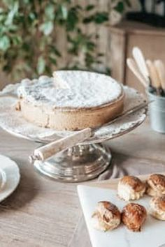 When decorating a cake, there are several ways to go about it. You have the option of doing it yourself, hiring someone to do it for you, or learning from a
