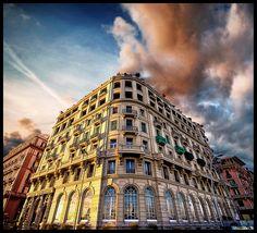 Devil's Hotel, Napoli.