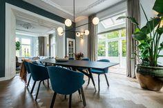 Portfolio interieurprojecten door Co van der Horst Conference Room, Villa, Van, Doors, Table, Furniture, Home Decor, Decoration Home, Room Decor