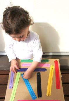 Talk about fine motor skills, look how great this is. DIY zipper board for kids. Great for fine motor and sensory development. Quiet Time Activities, Motor Skills Activities, Montessori Activities, Infant Activities, Toddler Fine Motor Activities, Montessori Baby, Toddler Activity Board Motor Skills, Educational Activities, 18 Month Old Activities